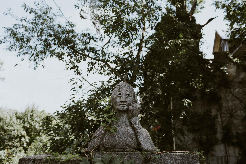 Screaming heads sculpture